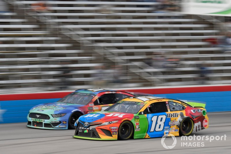 Kyle Busch, Joe Gibbs Racing, Toyota Camry M&M's, J.J. Yeley, Rick Ware Racing, Ford Mustang Factor One Source Pharmacy
