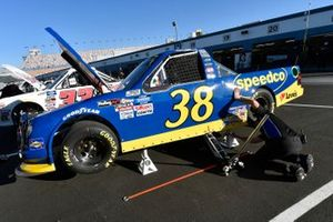 Todd Gilliland, Front Row Motorsports, Ford F-150 Black's Tire