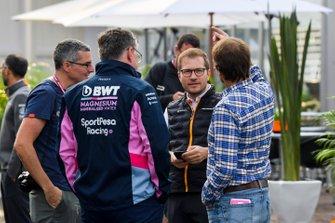 Andreas Seidl, Team Principal, McLaren with Otmar Szafnauer, Team Principal and CEO, Racing Point