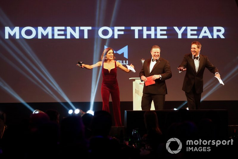 Zak Brown, Executive Director, McLaren, presenta il Moment of the Year award