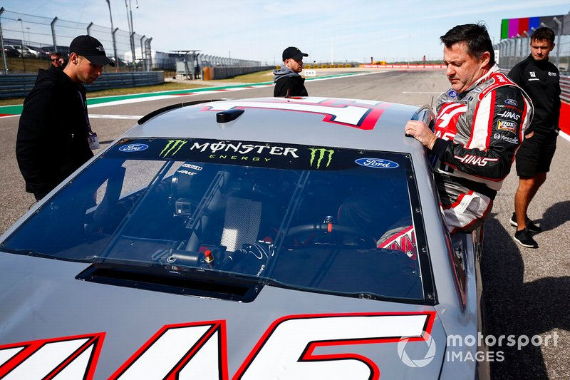 Tony Stewart se sube a un NASCAR