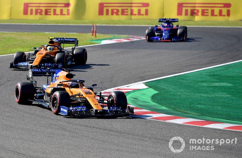 Carlos Sainz Jr., McLaren MCL34, devant Lando Norris, McLaren MCL34, et Pierre Gasly, Toro Rosso STR14