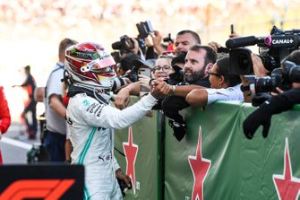 Lewis Hamilton, Mercedes AMG F1, 3rd position, celebrates with his team in Parc Ferme