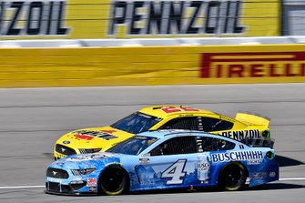 Kevin Harvick, Stewart-Haas Racing, Ford Mustang Busch Light and Joey Logano, Team Penske, Ford Mustang Pennzoil