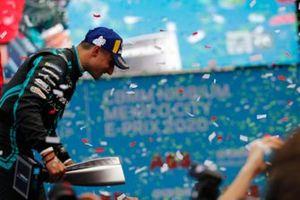 Mitch Evans, Jaguar Racing, vainqueur, sur le podium