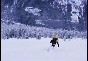 Lewis Hamilton, esquiando