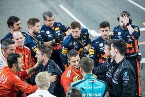 Red Bull, Ferrari and Mercedes mechanics congratulate each other at the end of the race