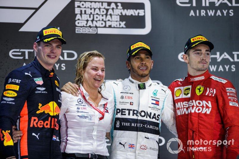 Podio: segundo lugar Max Verstappen, Red Bull Racing, ganador de la carrera Lewis Hamilton, Mercedes AMG F1, y el tercer lugar Charles Leclerc, Ferrari