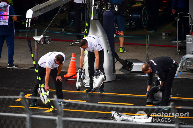 Механики Mercedes AMG F1