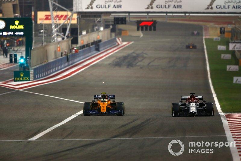 Kimi Raikkonen, Alfa Romeo Racing C38, battles with Lando Norris, McLaren MCL34