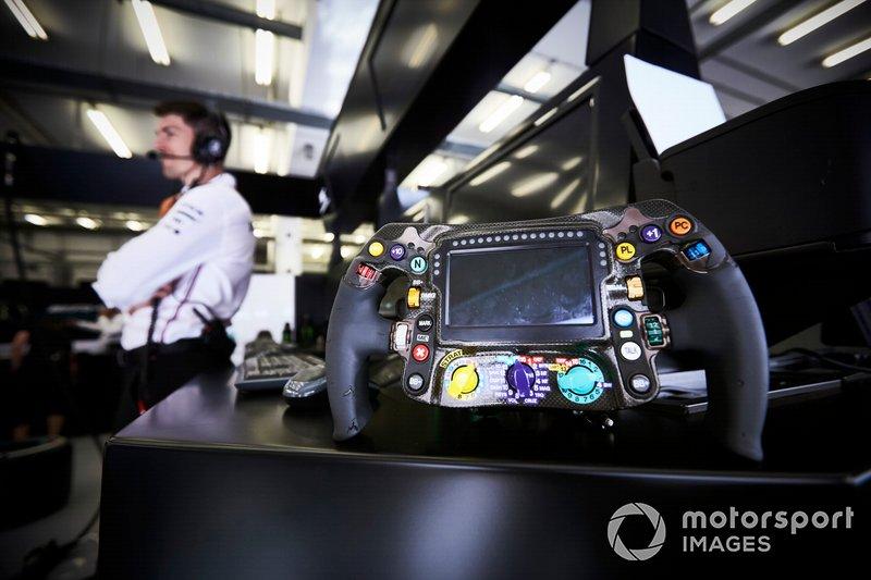 El volante del Mercedes AMG F1 W10 de Lewis Hamilton