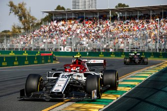 Antonio Giovinazzi, Alfa Romeo Racing C38, leads Kevin Magnussen, Haas F1 Team VF-19