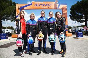 #83 Kessel Racing Ferrari F488 GTE: Manuela Gostner, Rahel Frey, Michelle Gatting with Sophia Flörsch and Charlie Martin