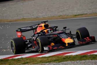 Pierre Gasly, Red Bull Racing RB15, fait des étincelles
