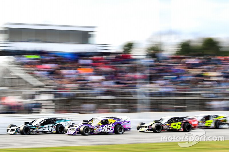 NASCAR Whelen Modified Tour racing action