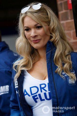Team BMR Subaru Levorg grid kızı