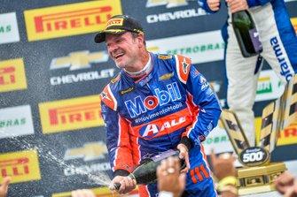 Rubens Barrichello comemora 2ª posição no Velopark