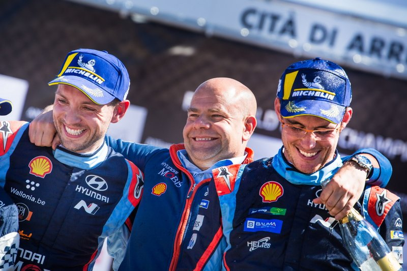 Thierry Neuville, Nicolas Gilsoul, Hyundai Motorsport Hyundai i20 Coupe WRC con Andrea Adamo, Team principal Hyundai Motorsport