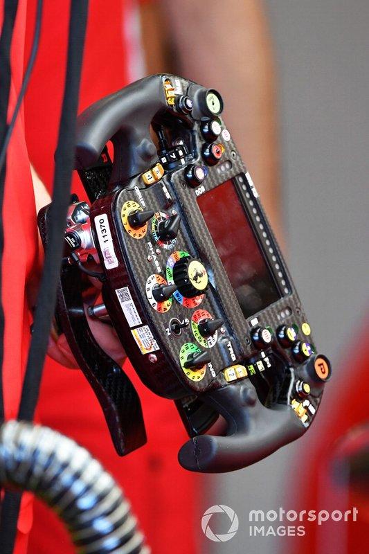 Il volante della Ferrari SF90