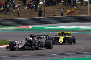 Ромен Грожан, Haas F1 Team VF-19, и Нико Хюлькенберг, Renault F1 Team R.S.19