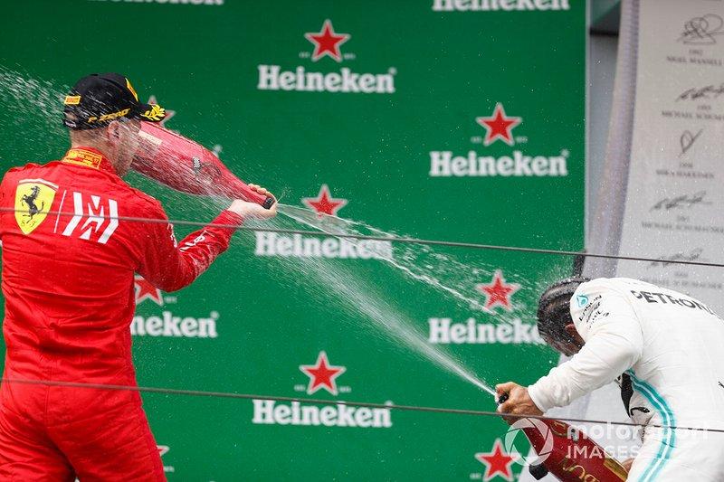 Sebastian Vettel, Ferrari, terzo, spruzza champagne su Lewis Hamilton, Mercedes AMG F1, vincitore