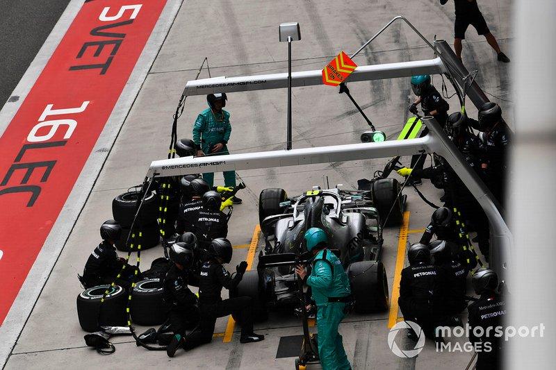 Valtteri Bottas, Mercedes AMG W10, en el pitlane