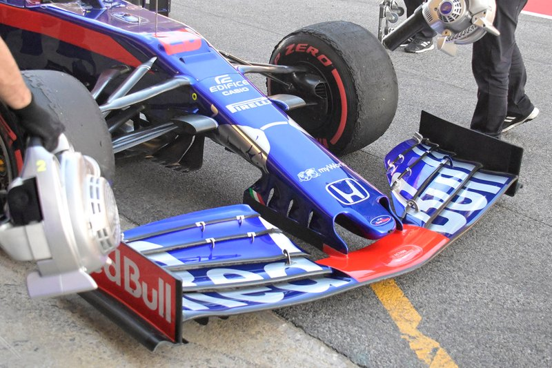 Toro Roso STR14 nose detail
