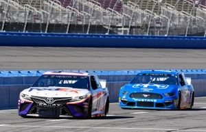 Denny Hamlin, Joe Gibbs Racing, Toyota Camry FedEx Express and Ryan Blaney, Team Penske, Ford Mustang PPG
