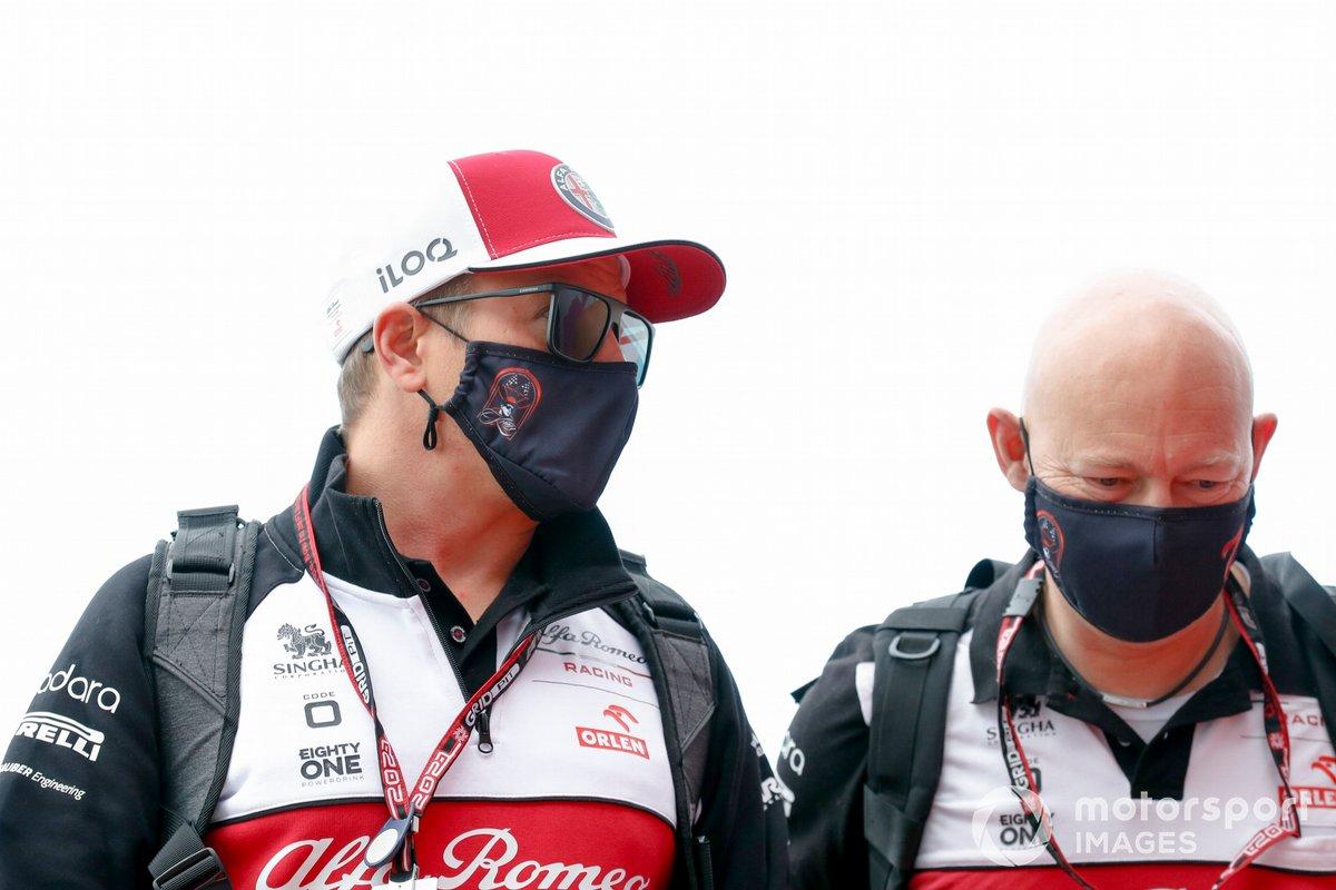 Kimi Raikkonen, Alfa Romeo Racing y Mark Arnall, su entrenador