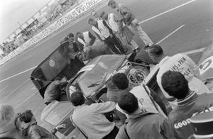 Dan Gurney, Jerry Grant, Shelby American Inc., Ford Mk II, pitstop