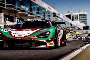#38 JOTA McLaren 720 S GT3: Rob Bell, Oliver Wilkinson, Ben Barnicoat