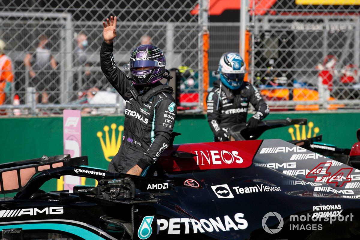 Pole man Lewis Hamilton, Mercedes, e Valtteri Bottas, Mercedes, sulla griglia di partenza