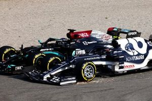 Lewis Hamilton, Mercedes W12, battles with Pierre Gasly, AlphaTauri AT02, on the opening lap