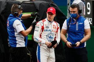Nikita Mazepin, Haas F1, on the grid