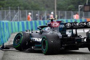 Valtteri Bottas, Mercedes W12, valt uit bij de start