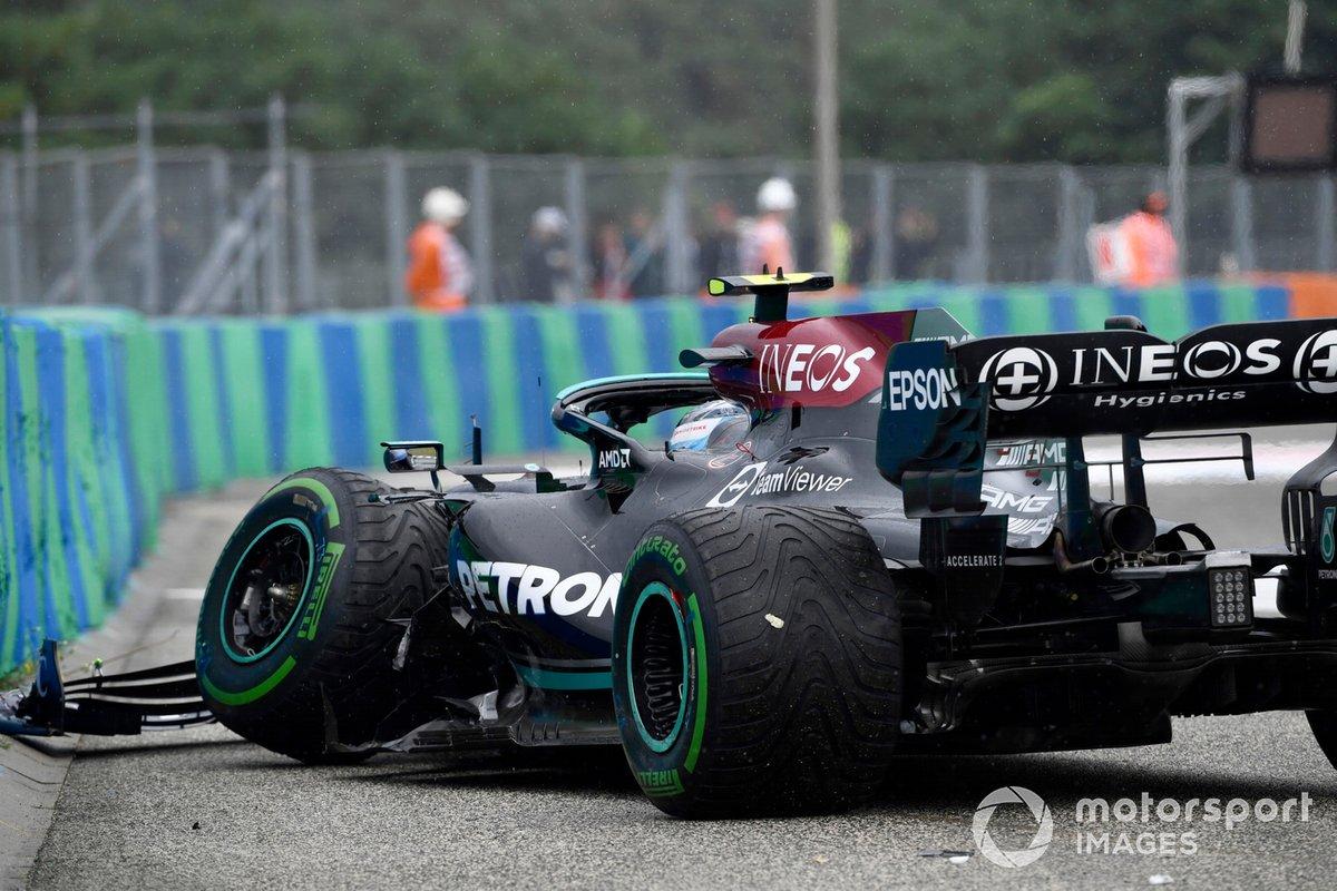 Valtteri Bottas, Mercedes W12, después de su choque en la salida