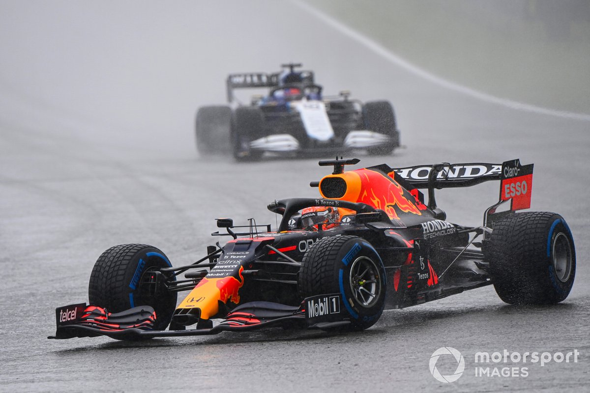 Max Verstappen, Red Bull Racing RB16B, George Russell, Williams FW43B