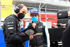 Fernando Alonso, Alpine F1, met zijn ingenieur