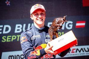 Podium: Race winner Liam Lawson, AF Corse