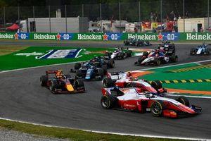 Robert Shwartzman, Prema Racing, voor Oscar Piastri, Prema Racing, Jehan Daruvala, Carlin, en Roy Nissany, Dams