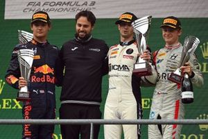 Podium: Race winner, Lorenzo Colombo, Campos Racing, second place Jak Crawford, Hitech Grand Prix, third place Roman Stanek, Hitech Grand Prix