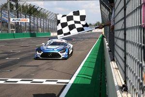 Race winner Philip Ellis, Mercedes AMG Team Winward Mercedes AMG GT3