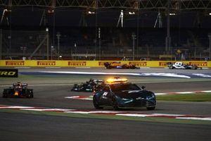 Автомобиль безопасности Aston Martin Vantage и Макс Ферстаппен, Red Bull Racing RB16B