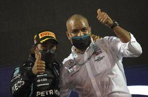 Lewis Hamilton, Mercedes, 1e plaats, viert de zege