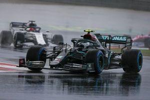 Valtteri Bottas, Mercedes F1 W11, Daniil Kvyat, AlphaTauri AT01