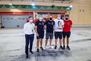 #90 TF Sport Aston Martin Vantage: Salih Yoluc, Charles Eastwood, Jonathan Adam, mit Pierre Fillon