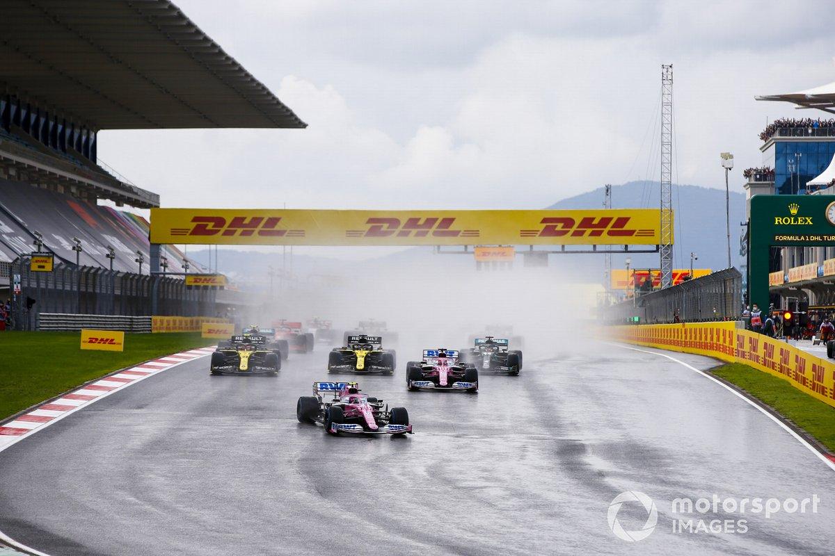 Lance Stroll, Racing Point RP20, Sergio Pérez, Racing Point RP20, Daniel Ricciardo, Renault F1 Team R.S.20, Esteban Ocon, Renault F1 Team R.S.20, Lewis Hamilton, Mercedes F1 W11 al inicio