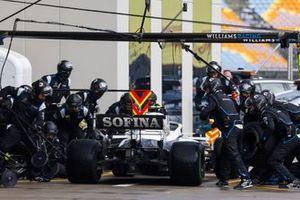 Nicholas Latifi, Williams FW43, makes a stop
