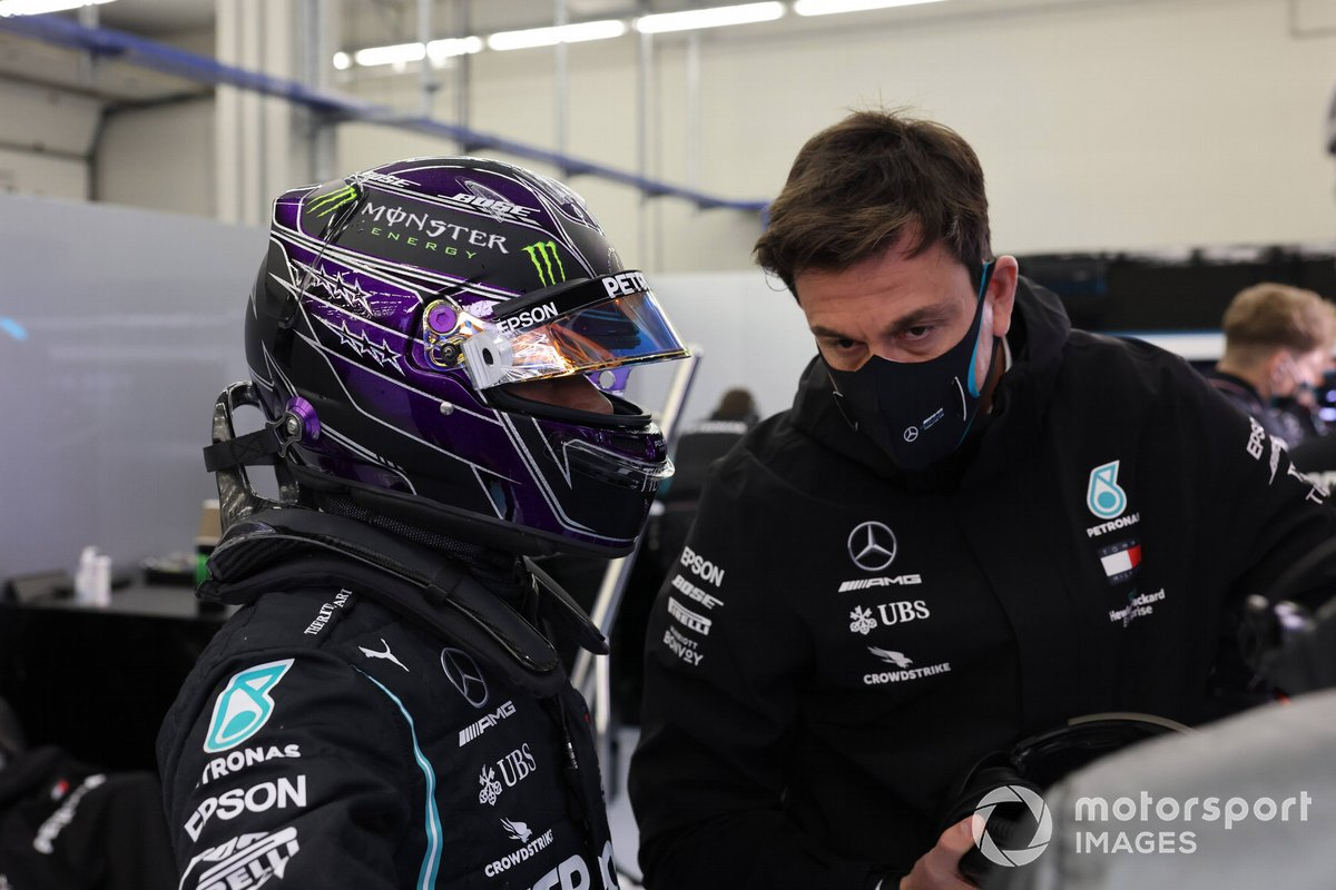 Lewis Hamilton, Mercedes-AMG F1, con Toto Wolff, Direttore Esecutivo (Business), Mercedes AMG