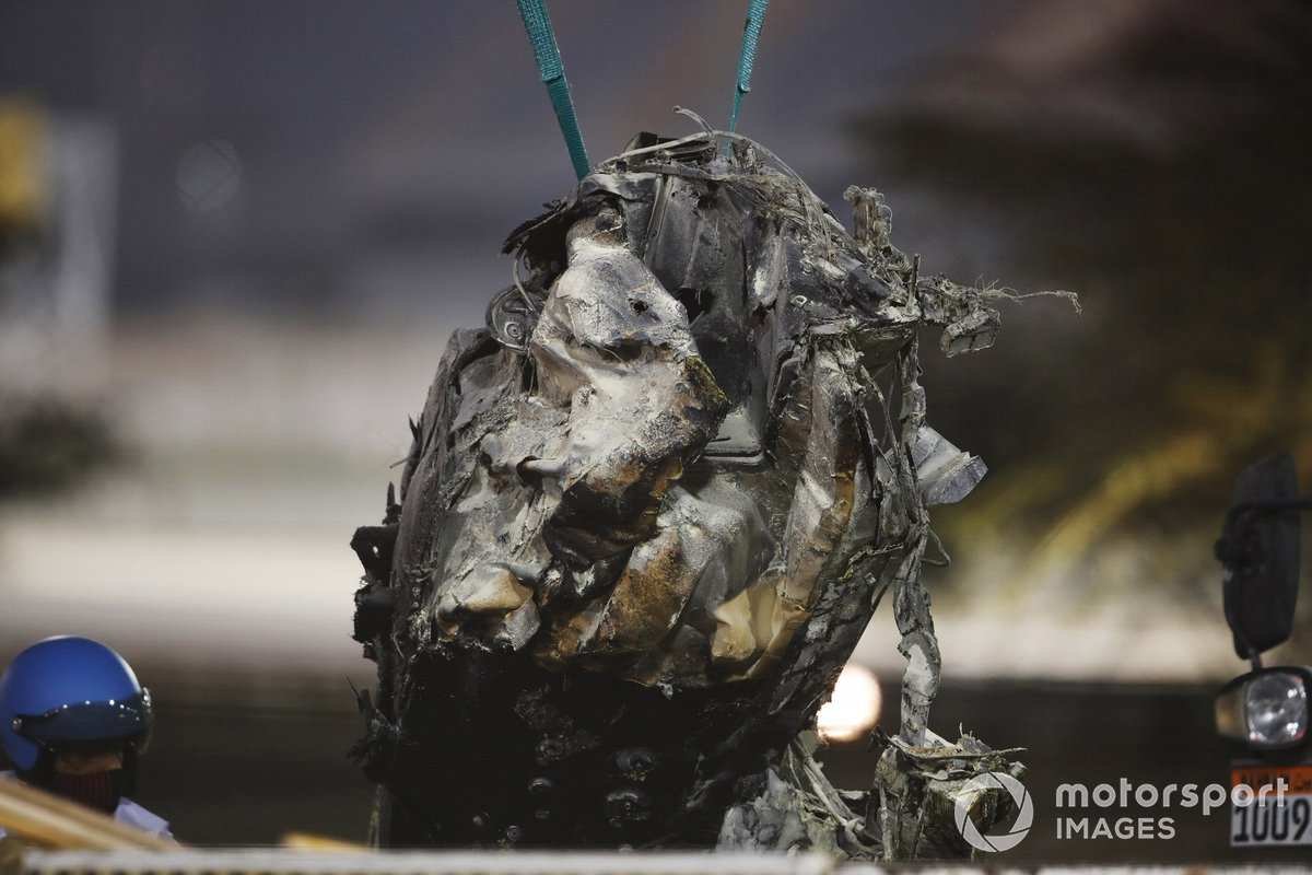 Los restos quemados del monoplaza de Romain Grosjean, Haas VF-20